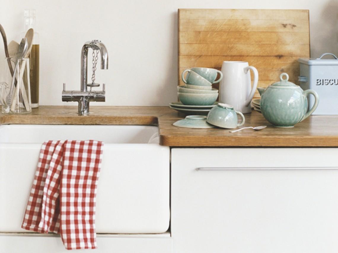 Kitchen Sink and Crockery